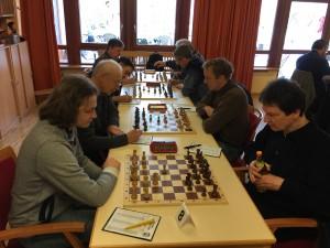 Tobias Pfadenhauer hatte seinen Gegner Heerlein jederzeit sicher im Griff und siegte souverän.