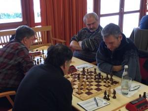Heinrich Horther legte mit seinem Sieg den Grundstein für den KSK-Erfolg gegen Bad Neustadt, während Hansi Schmierer den mehrfachen Unterfrankenmeister Hofstetter in Schach hielt.