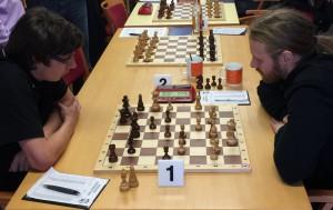 Der noch ungeschlagene KSK-Spitzenspieler Tobias Becker zeigte gegen André Kopp eine starke Verteidigungsleistung und rettete seine verloren geglaubte Partie noch zum Unentschieden.