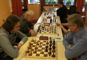 Tobias Pfadenhauer setzte den Marktleuthener Mannschaftsführer Küspert lange Zeit unter Druck, musste sich aber letztendlich mit dem halben Punkt zufrieden geben.