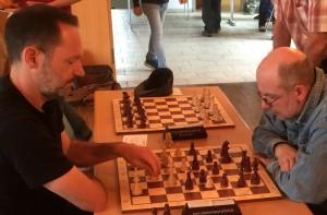 Erfolgreichster KSK-Punktesammler war Gilbert Rebhan mit 5,5/7 am zweiten Brett, hier während seiner Partie gegen den Internationalen Fernschach-Meister Volker Unglaub vom SK Kulmbach