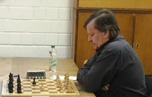 Hans Schmierer bewies einmal mehr seine Stärke im Schnellschach und setzte sich bei den diesjährigen KSK-Schnellschachmeisterschaften durch