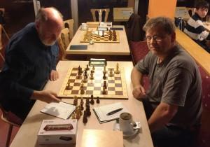 Ulli Herdin hatte den Hofer Spielleiter Hans Hertel sicher im Griff und landete einen souveränen Start-Ziel-Sieg