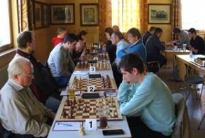 Konzentriert gingen die Akteure beider Teams am vergangenen Sonntag im Jugendraum der TSV-Sporthalle in Rottendorf zu Werk