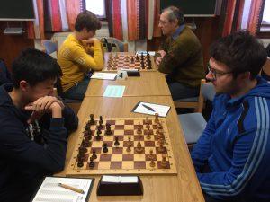 Fabian Hörmann (vorne rechts) bestritt gegen Erlangen seinen ersten Saisoneinsatz. Im Hintergrund duelliert sich KSK-Jugendleiter Alex Becker (hinten rechts) mit dem Erlanger Talent Hannes Hetzer.